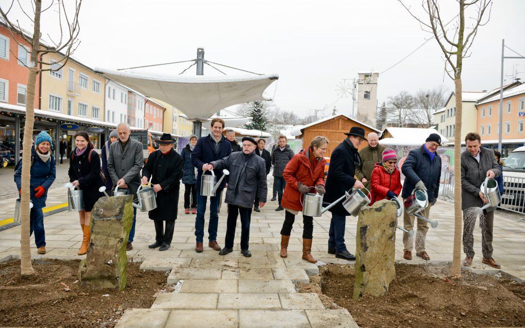 14-12-2018: Rathausplatz Eichenpflanzung zu Ehren von Joseph Beuys
